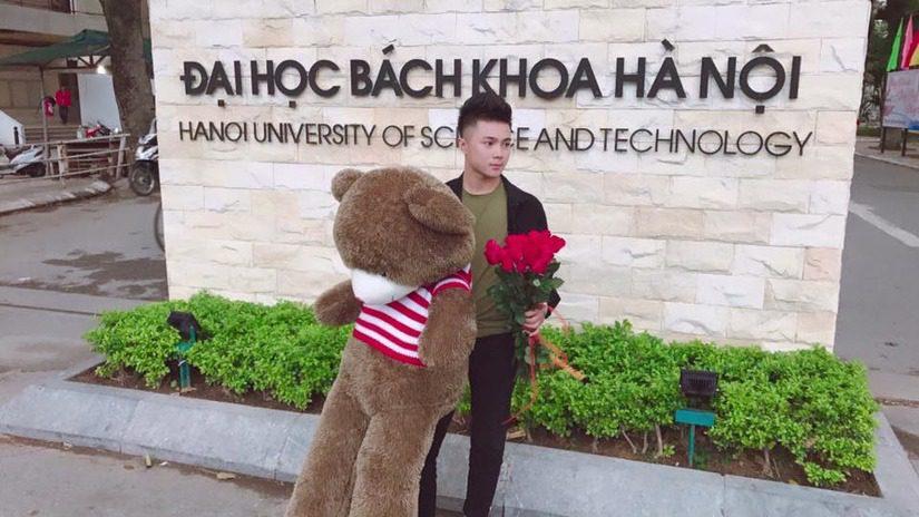 Chàng trai ĐH Bách Khoa Hà Nội mua gấu bông Teddy 1m5 làm quà tặng tỏ tình bạn gái