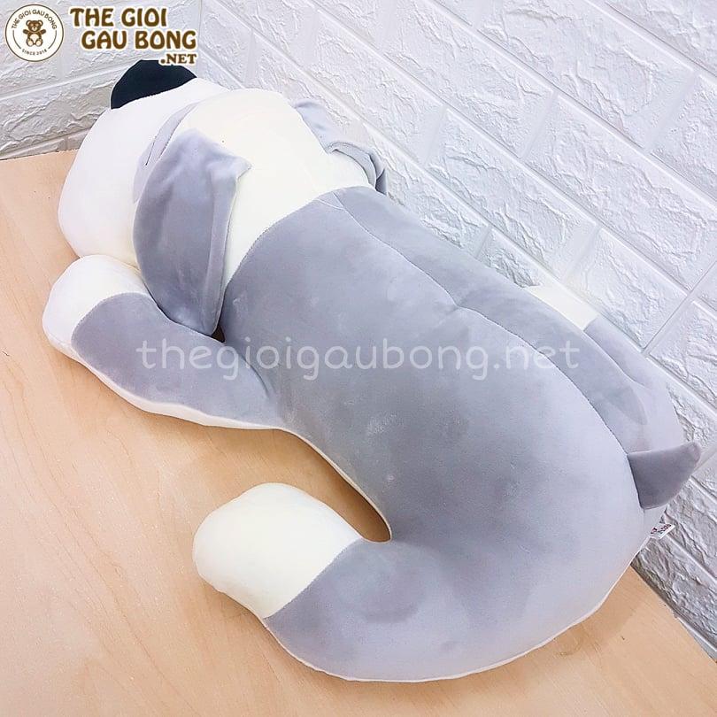 phần lưng chó bông màu ghi, phần dưới bụng màu trắng
